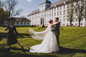 Hochzeitsfotograf beim Brautpaarshoot am Schloss Gottorf