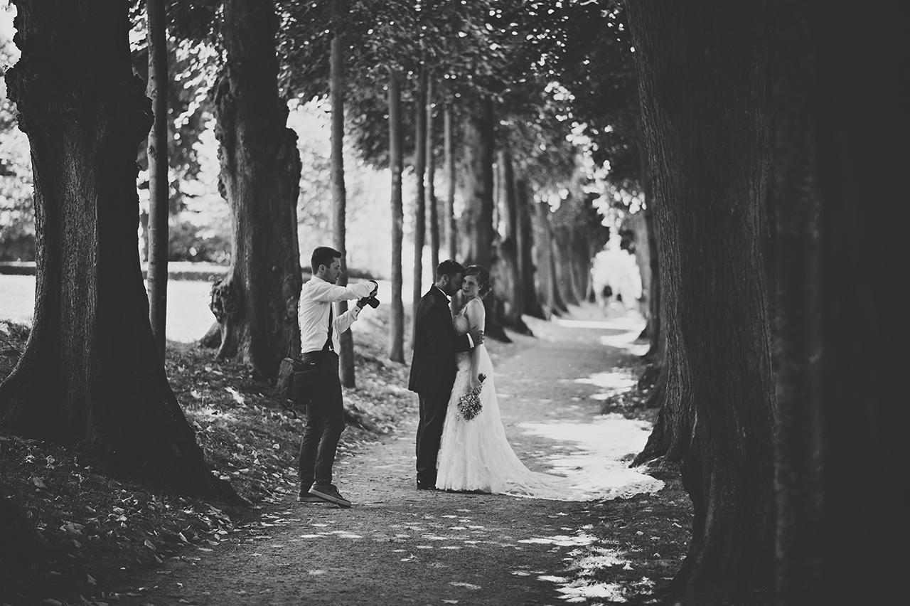 Hochzeitsfotograf im Park am Schloss Glücksburg