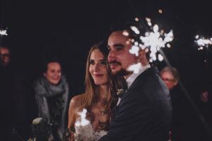 Brautpaar mit Wunderkerzen im Seehotel Töpferhaus