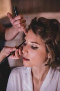 Brautstyling beim Getting Ready im Töpferhaus